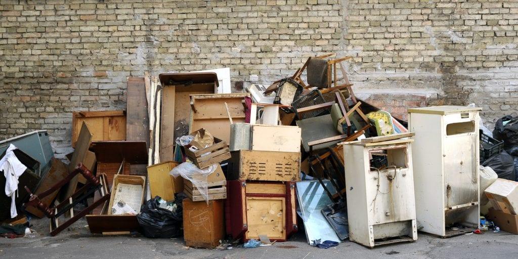 Стоит ли поручить вывоз старой мебели грузоперевозчикам